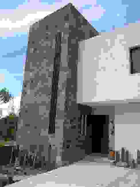 Casas de estilo ecléctico de Alberto M. Saavedra Ecléctico