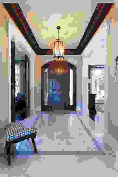 Koridor dan lorong by Frahm Interiors
