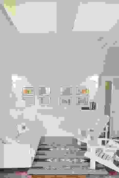 Salas / recibidores de estilo  por Caterina Raddi