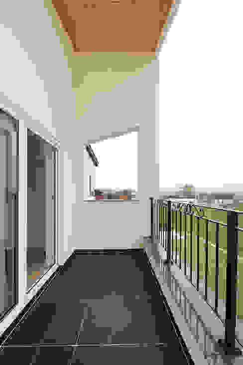 Terras door 인우건축사사무소, Modern Tegels