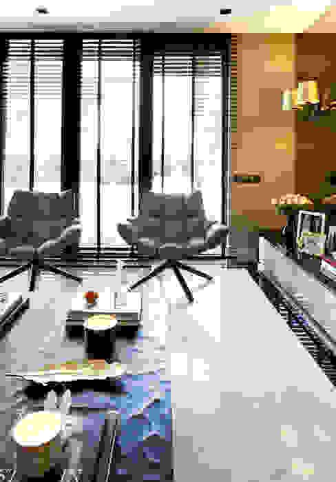 LIVING ROOM Salas de estar modernas por Esra Kazmirci Mimarlik Moderno Mármore