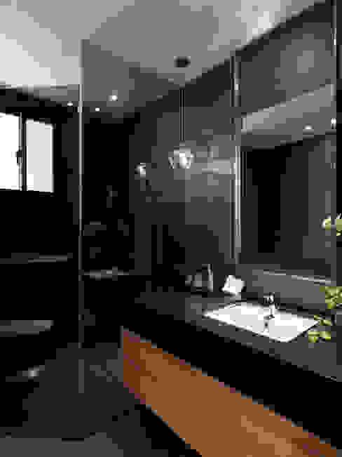 Classic style bathroom by 星葉室內裝修有限公司 Classic