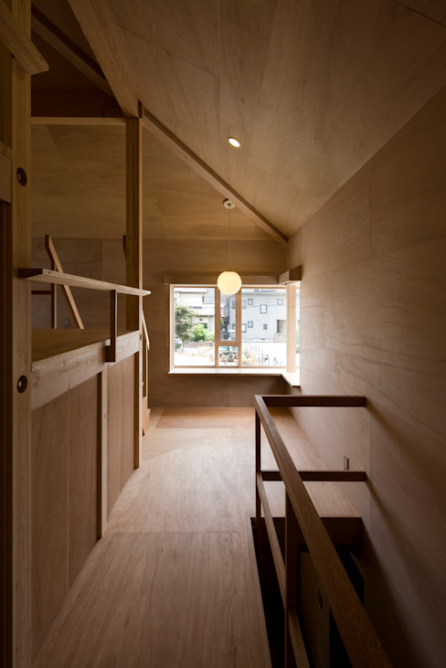 Eclectic style corridor, hallway & stairs by 平山教博空間設計事務所 Eclectic