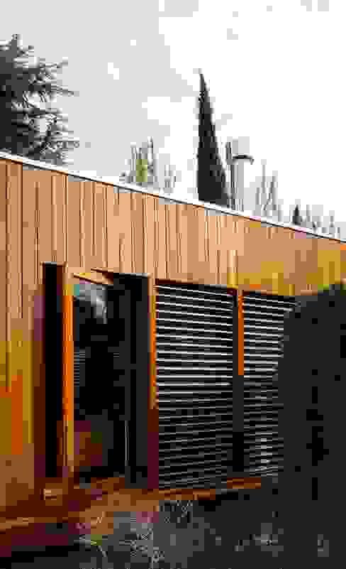 Дома в . Автор – RIBA MASSANELL S.L., Модерн Дерево Эффект древесины