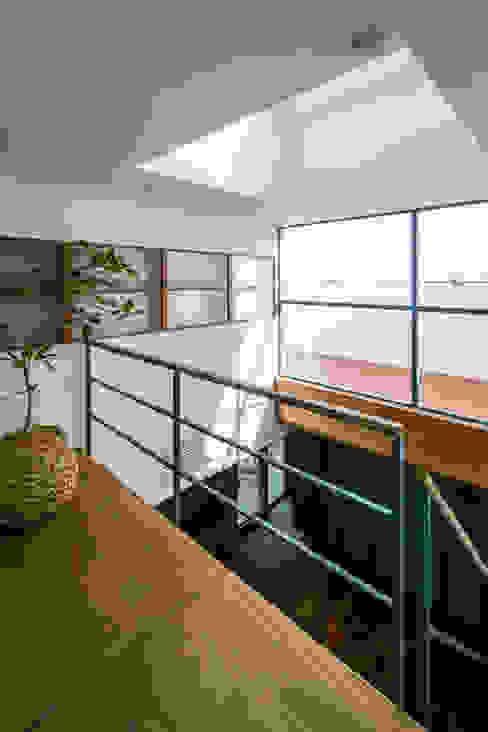 Scandinavische slaapkamers van group-scoop architectural design studio Scandinavisch Massief hout Bont