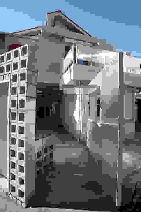 現代房屋設計點子、靈感 & 圖片 根據 marcil studio 現代風