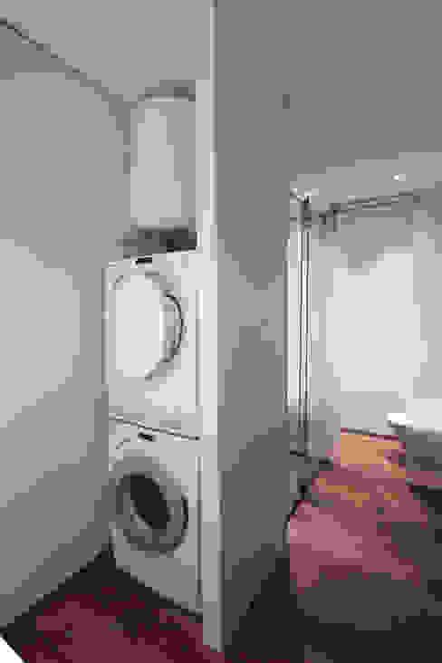 lavanderia ibedi laboratorio di architettura Spogliatoio minimalista Legno massello Bianco