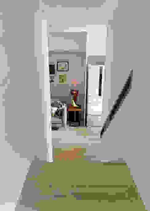 Hành lang, sảnh & cầu thang phong cách Bắc Âu bởi 耀昀創意設計有限公司/Alfonso Ideas Bắc Âu