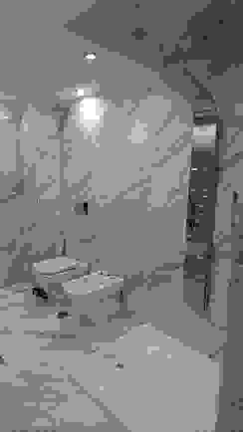 Classic style bathroom by Himis, Habis y Haim Classic Ceramic