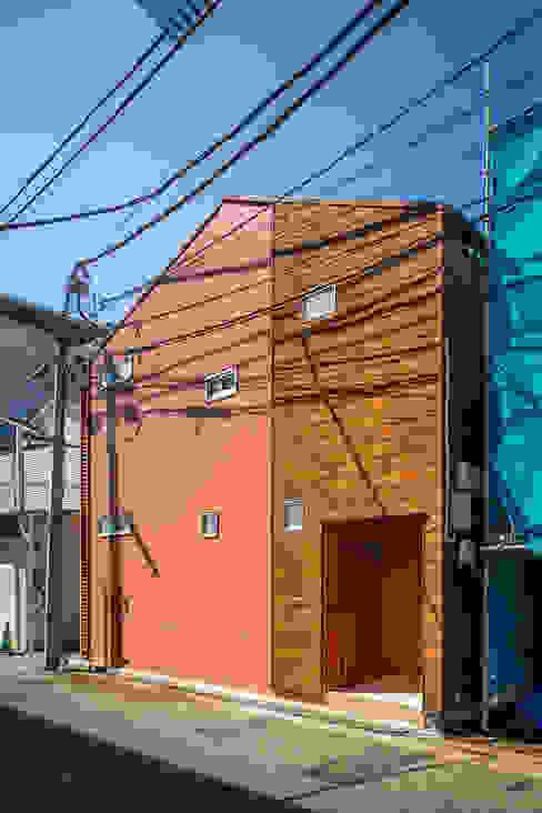 外観|リノベーションアパートメント|東京都北区| 北欧風 家 の homify 北欧 スレート