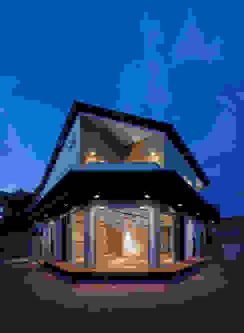 庭からLDKを望む モダンな 家 の 株式会社seki.design モダン