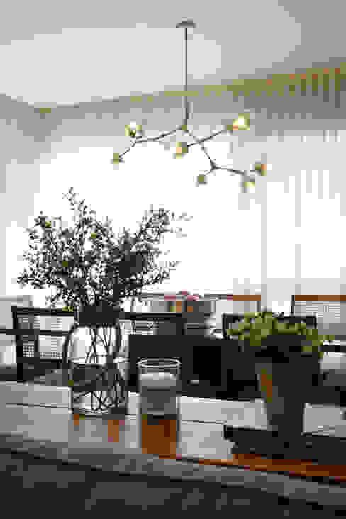 Carolina Burin & Arquitetos Associados Classic style dining room Wood Beige
