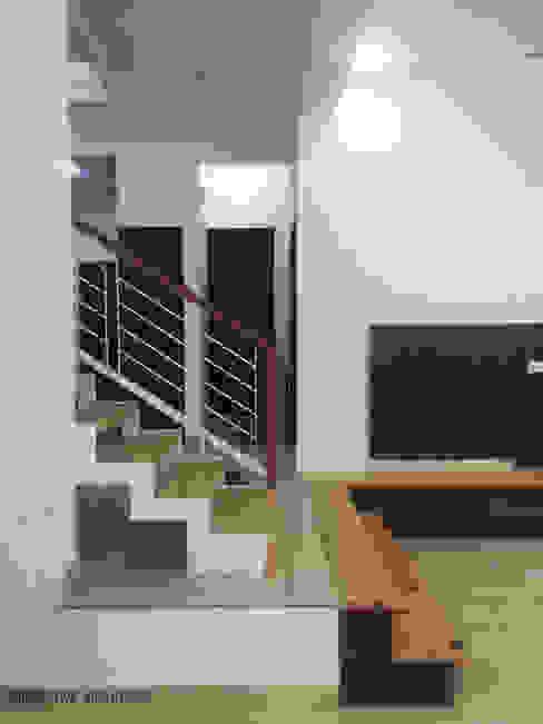 Minimalist corridor, hallway & stairs by perspective architects Minimalist
