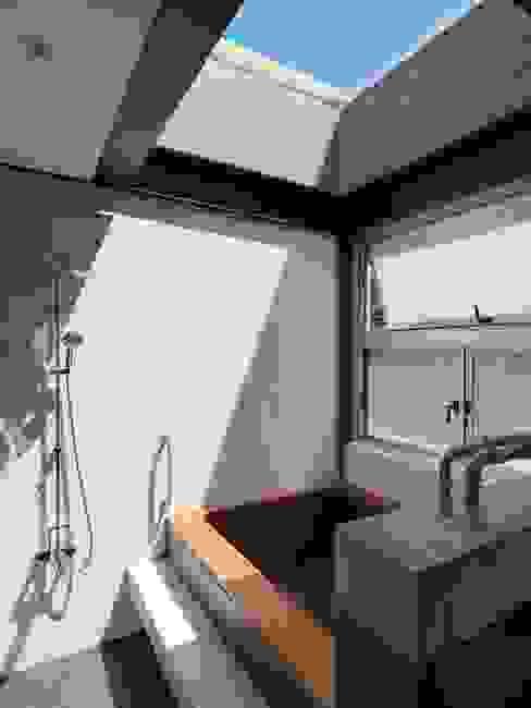 露天 現代浴室設計點子、靈感&圖片 根據 前置建築 Preposition Architecture 現代風