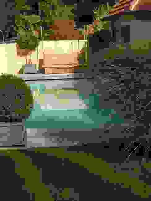 Piscinas de estilo moderno de Architektur Landschaft Garten Moderno