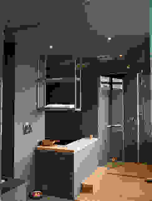 住宅(低調 奢華) 現代浴室設計點子、靈感&圖片 根據 鼎爵室內裝修設計工程有限公司 現代風 大理石