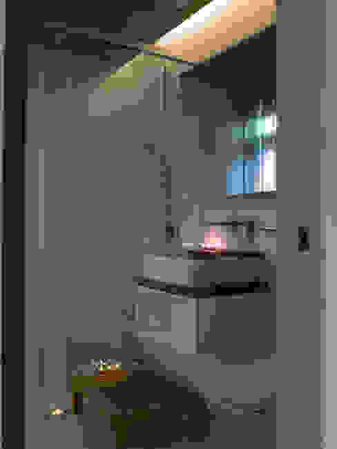 住宅(低調 奢華) 現代浴室設計點子、靈感&圖片 根據 鼎爵室內裝修設計工程有限公司 現代風 磁磚