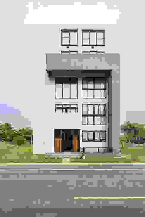 綠森活 Living in a Green Forest Glocal Architecture Office (G.A.O) 吳宗憲建築師事務所/安藤國際室內裝修工程有限公司 現代房屋設計點子、靈感 & 圖片