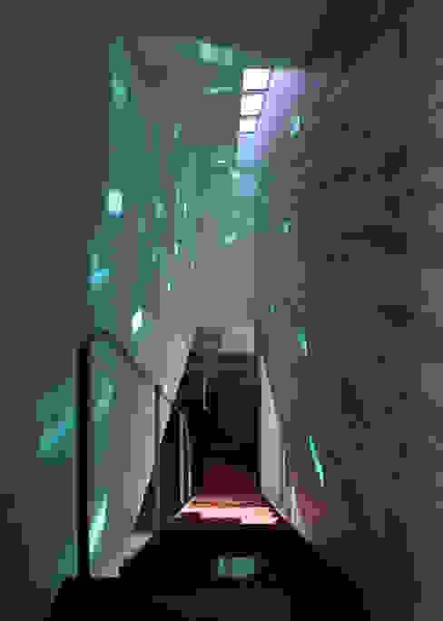 ห้องโถงทางเดินและบันไดสมัยใหม่ โดย 澤村昌彦建築設計事務所 โมเดิร์น