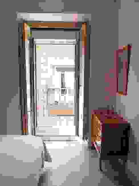 Reforma integral de piso en La Latina Reformmia Dormitorios de estilo ecléctico