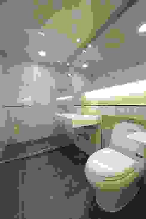 DESIGNCOLORS Modern bathroom