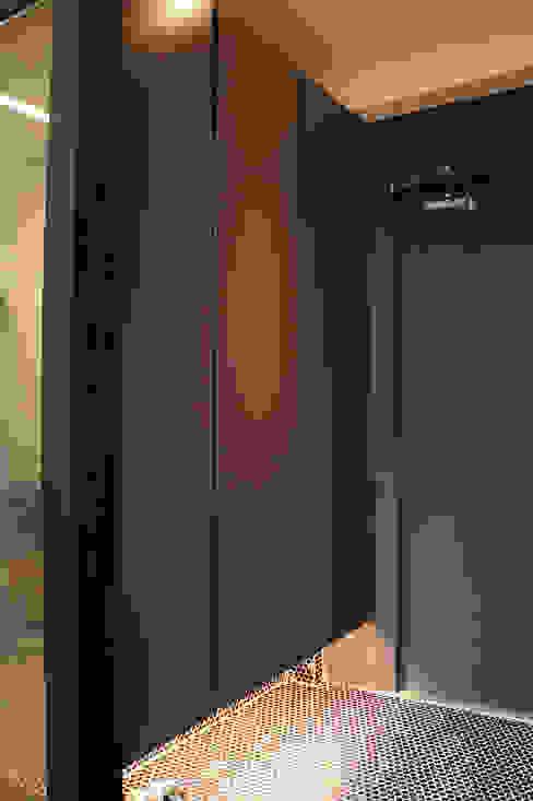 Pintu & Jendela Modern Oleh SPACEHWA Modern
