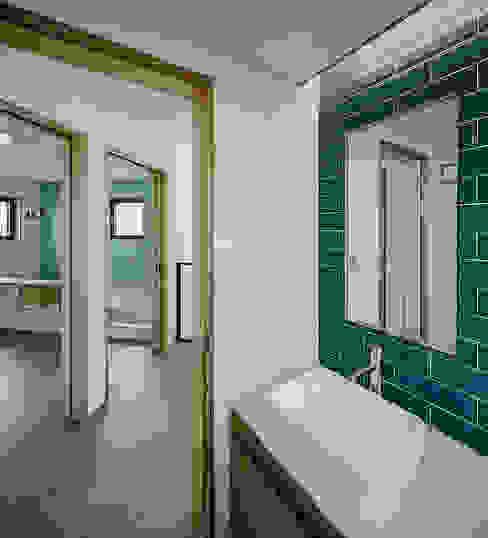 Tường & sàn phong cách hiện đại bởi (주)건축사사무소 코비 Hiện đại
