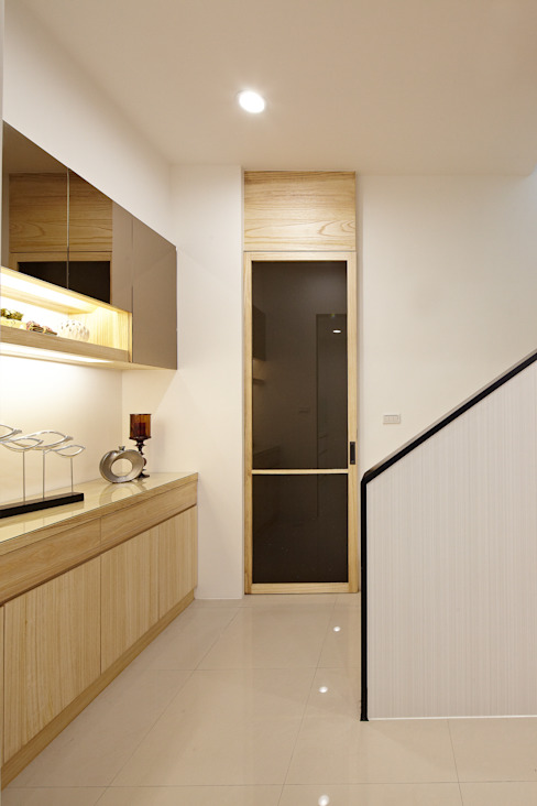 Corredores e halls de entrada  por 映荷空間設計, Moderno
