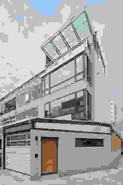 建築外觀 現代房屋設計點子、靈感 & 圖片 根據 映荷空間設計 現代風