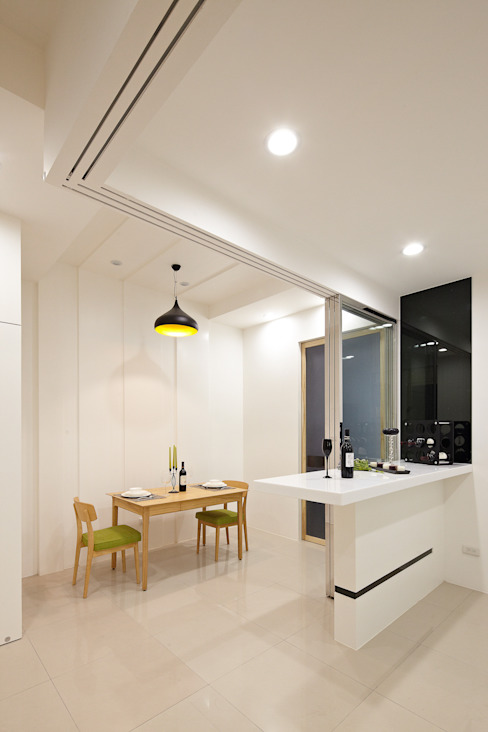 Столовая комната в стиле модерн от 映荷空間設計 Модерн