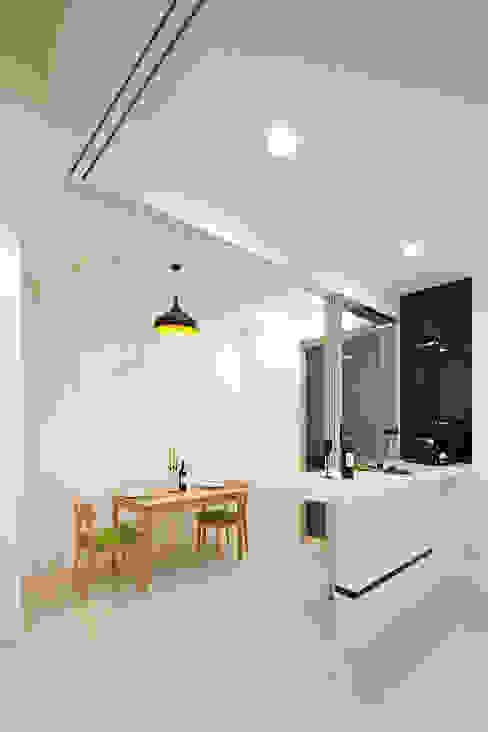 Salas de jantar  por 映荷空間設計, Moderno