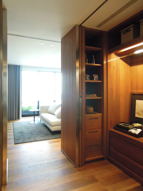 Ruang Ganti Modern Oleh 構築設計 Modern