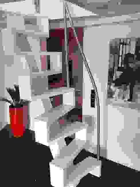 Ingresso, Corridoio & Scale in stile moderno di lifestyle-treppen.de Moderno Legno Effetto legno