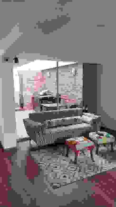 现代客厅設計點子、靈感 & 圖片 根據 Erick Becerra Arquitecto 現代風