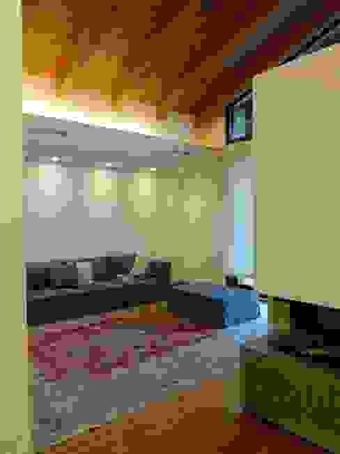 Salas modernas de Mariapia Alboni architetto Moderno