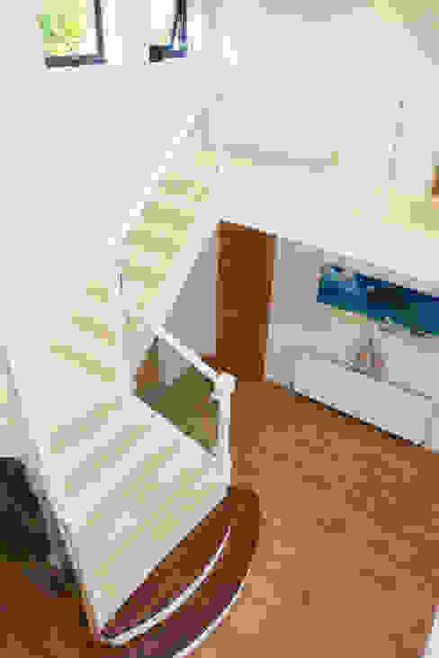 Stairs dwell design Corredores, halls e escadas modernos