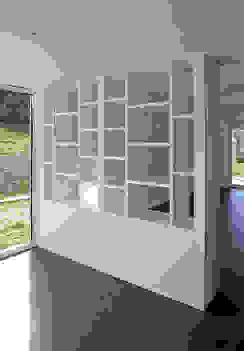 Oficinas de estilo moderno de homify Moderno Tablero DM