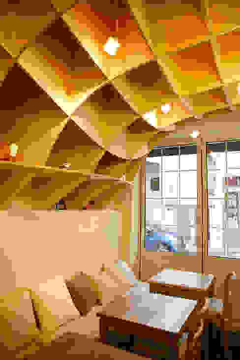 Galerías y espacios comerciales de estilo  por 유닛레스