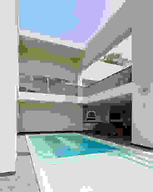alberca Piscinas de estilo moderno de Excelencia en Diseño Moderno Concreto