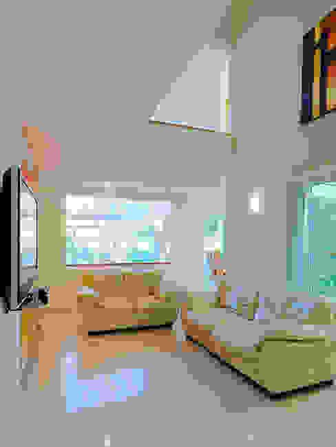 Modern Living Room by Excelencia en Diseño Modern Wood-Plastic Composite