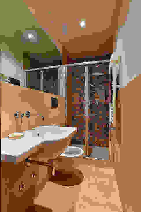 Modern bathroom by Caterina Raddi Modern