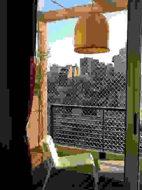 Modern balcony, veranda & terrace by ARQUITECTA MORIELLO Modern