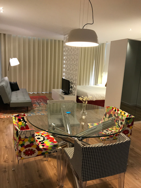 Dining room by Alma Braguesa Furniture , Eclectic