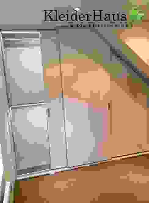 ห้องนอน โดย Kleiderhaus ltd,