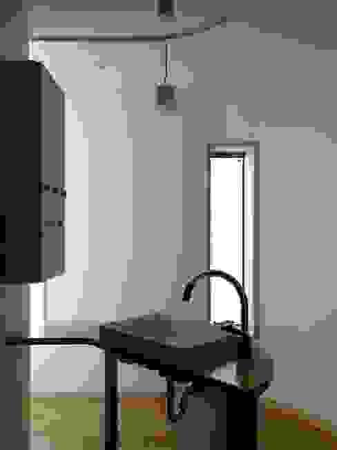 深沢の家 小形徹*小形祐美子 プラス プロスペクトコッテージ 一級建築士事務所 モダンスタイルの お風呂