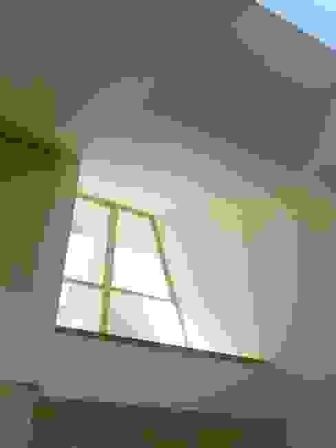 深沢の家 小形徹*小形祐美子 プラス プロスペクトコッテージ 一級建築士事務所 モダンな 窓&ドア