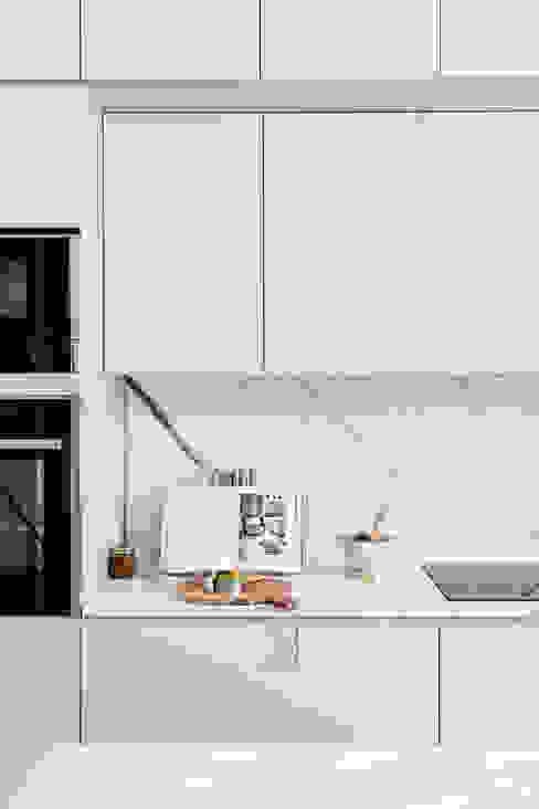 Modern kitchen by NOMADE ARCHITETTURA E INTERIOR DESIGN Modern