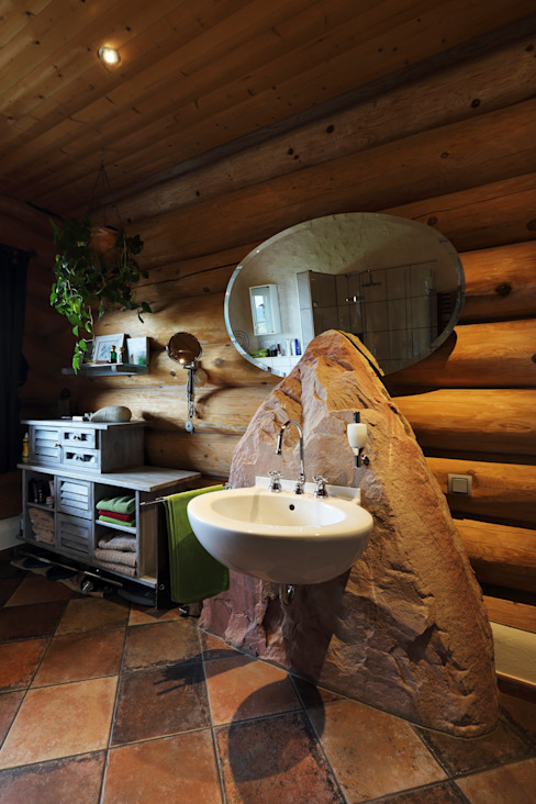 Rustic style bathroom by das holzhaus Oliver Schattat GmbH Rustic