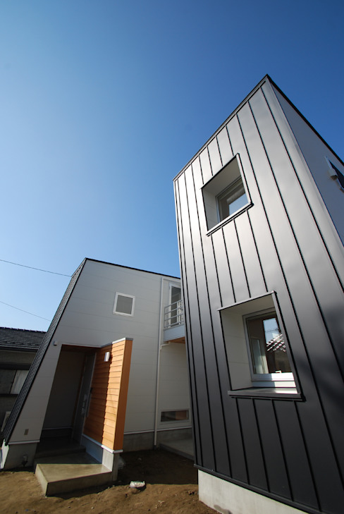 wall × wall モダンな 家 の Ju Design 建築設計室 モダン 金属