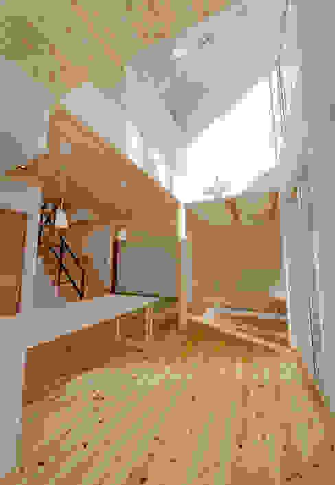 wall × wall モダンデザインの リビング の Ju Design 建築設計室 モダン 木 木目調